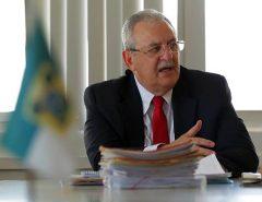 Álvaro Dias confirma que secretário de saúde está com coronavírus
