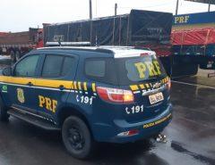 PRF intensifica fiscalização para coibir o excesso de peso nos transportes de cargas na BR-304, em Macaíba