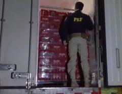 PRF apreende mais de seis mil caixas de cerveja sem documentação fiscal em Macaíba