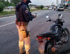 PRF faz recolhimento de motocicleta com mais de 13 mil reais de débitos