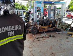 Carro explode em posto de combustível em Natal; Corpo de Bombeiros é acionado