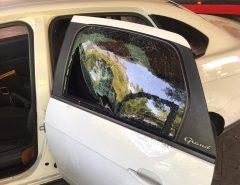 Motorista de aplicativo tem carro apedrejado e fica ferido na zona Norte de Natal