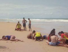 Bombeiros lutam contra correnteza e salvam 9 pessoas da mesma família de afogamento em praia potiguar