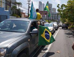 Carreata em apoio a Bolsonaro e à retomada da economia reúne mais de 200 veículos em Natal