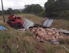 Motorista morre após caminhão capotar na BR-101 na Grande Natal