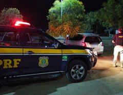 PRF e PM recuperam veículo, apreendem arma, maconha e prendem dois homens em Caicó/RN