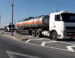 SET-RN e PRF apreendem carretas com carga de 60 mil litros de álcool avaliada em R$ 148 mil transportados de forma irregular