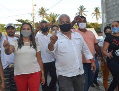 Candidato a prefeito Delegado Normando e o vice Wesly realizam primeira caminhada em campanha