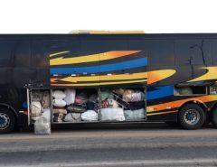 PRF apreende mercadorias sem nota fiscal em ônibus clandestino em Macaíba