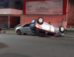 Motorista é preso por embriaguez ao volante após bater em dois carros e capotar veículo em Natal
