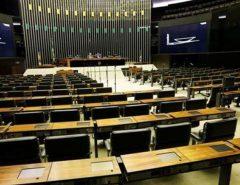 Entidades propõem reservar 50% das vagas em parlamentos para mulheres