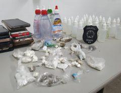 """Polícia Civil apreende, durante festa promovida por facção criminosa em Santa Cruz, drogas como cocaína, maconha e """"loló"""""""