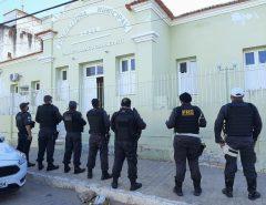 Operação do MPRN investiga esquema de fraudes na Prefeitura de Jardim de Piranhas; secretário de Saúde e vereador são presos