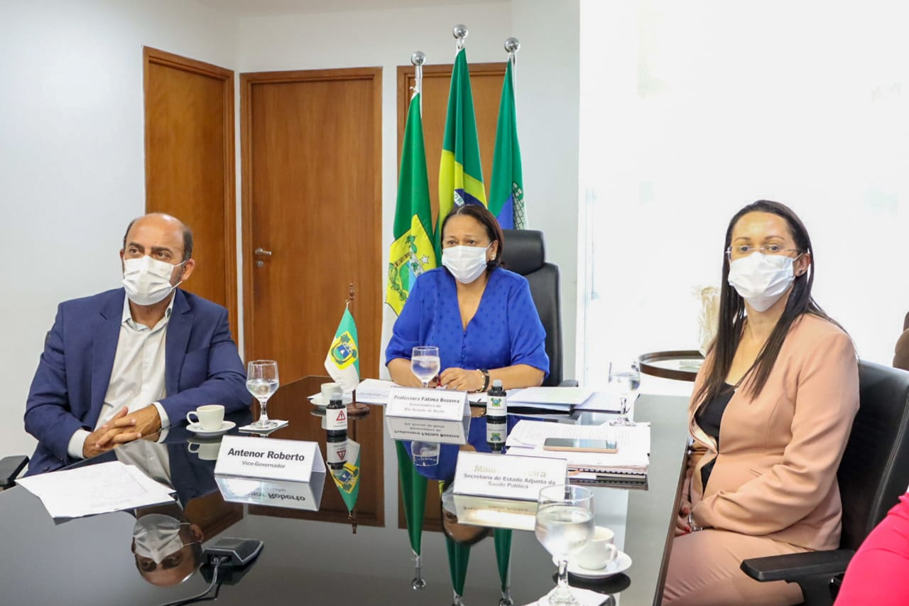Resultado de imagem para Governadora cobra ao MS vacinas para população indígena, profissionais da Educação e pessoas com deficiência