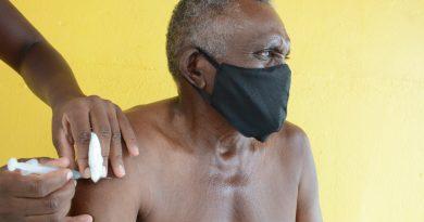Cerca de 50 idosos são imunizados contra à Covid-19 em Capoeiras