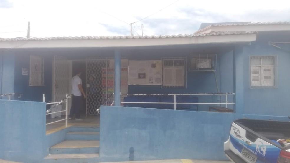 Bandidos armados invadem posto de saúde e roubam vacinas contra a Covid-19 em Natal
