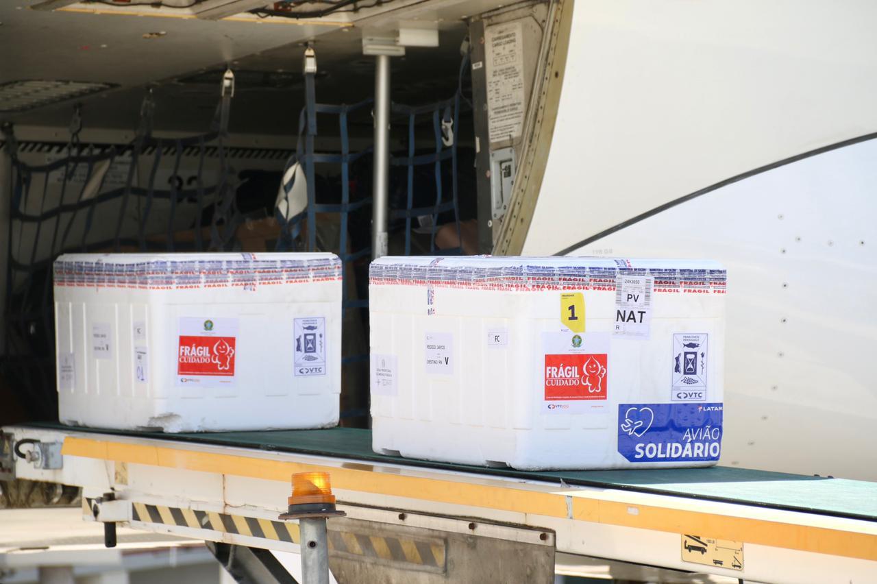 Fátima Bezerra anuncia chegada de 76.850 doses de vacinas; apenas 1.600 são da CoronaVac