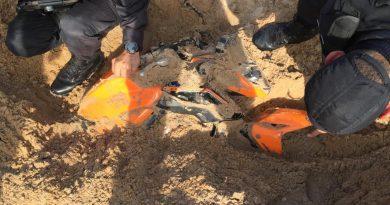 Moto roubada de sargento da PM é encontrada enterrada em Mãe Luíza