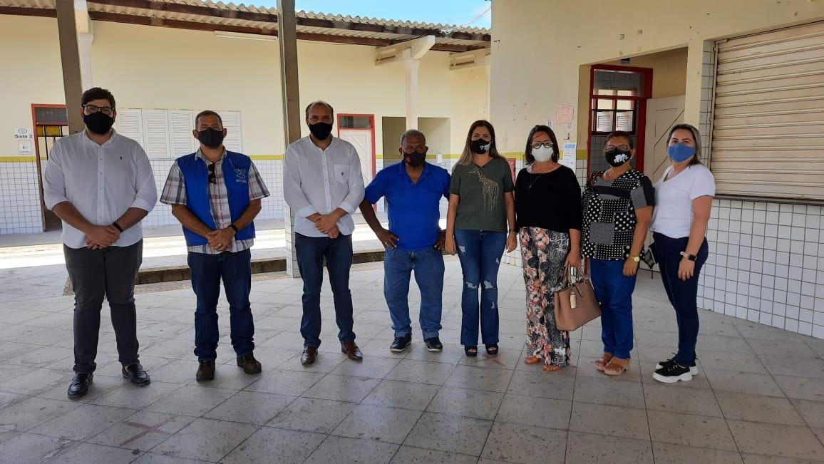 Comitê de Enfrentamento à Covid-19 vistoria escolas municipais