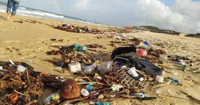 Idema orienta municípios e busca origem de lixo em praias do RN