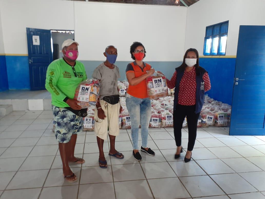 Ambulantes recebem cestas básicas do RN Chega Junto no Combate à Fome