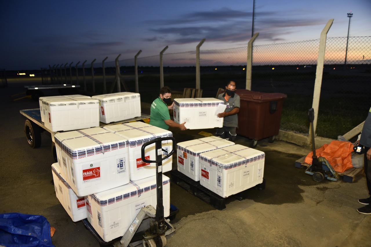 RN recebe nova carga de CoronaVac e aguarda chegada de mais 101,7 mil doses da Astrazeneca