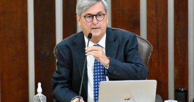 Deputado Tomba Farias defende reabertura de bares, restaurantes e escolas